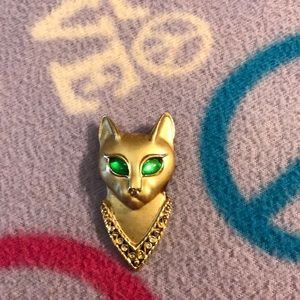 Jewelry - VINTAGE GOLDTONE CAT BROOCH